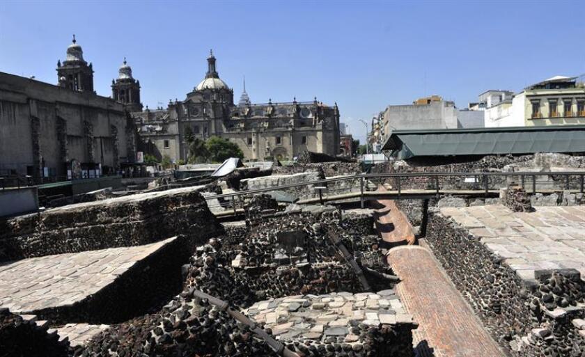 Fotografía de archivo del 23 de octubre de 2016, de la zona arqueológica del Templo Mayor en el centro histórico de Ciudad de México (México). EFE