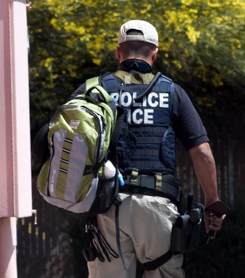 El ICE detuvo la semana pasada a 680 inmigrantes indocumentados en varias redadas en una docena de estados. EFE/Archivo