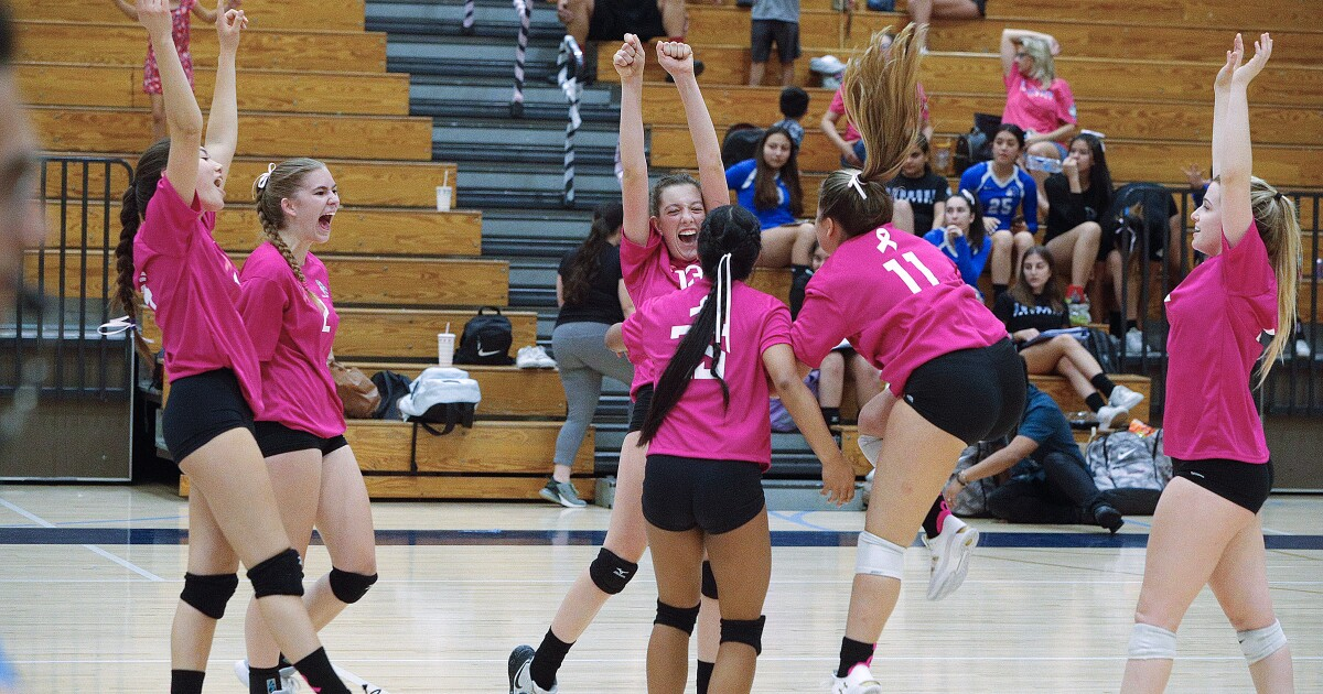 Crescenta Valley girls' volleyball grinds out league win over Burbank