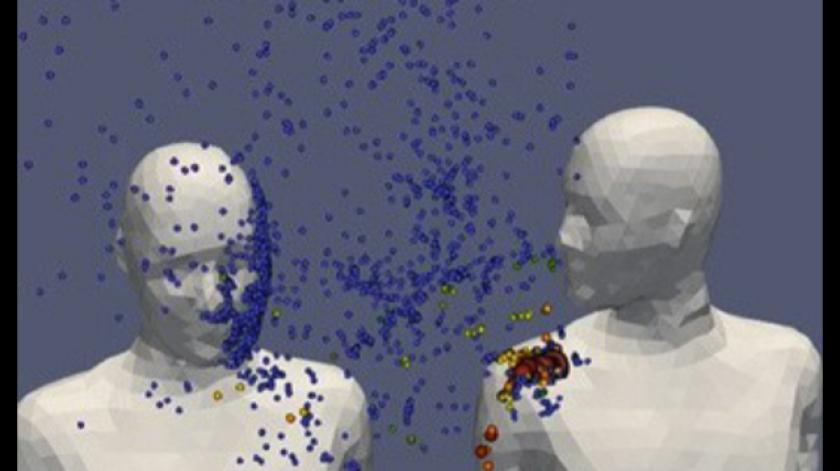 La persona que se encuentra al lado del que está infectado recibe más gotas dispersas en el aire.