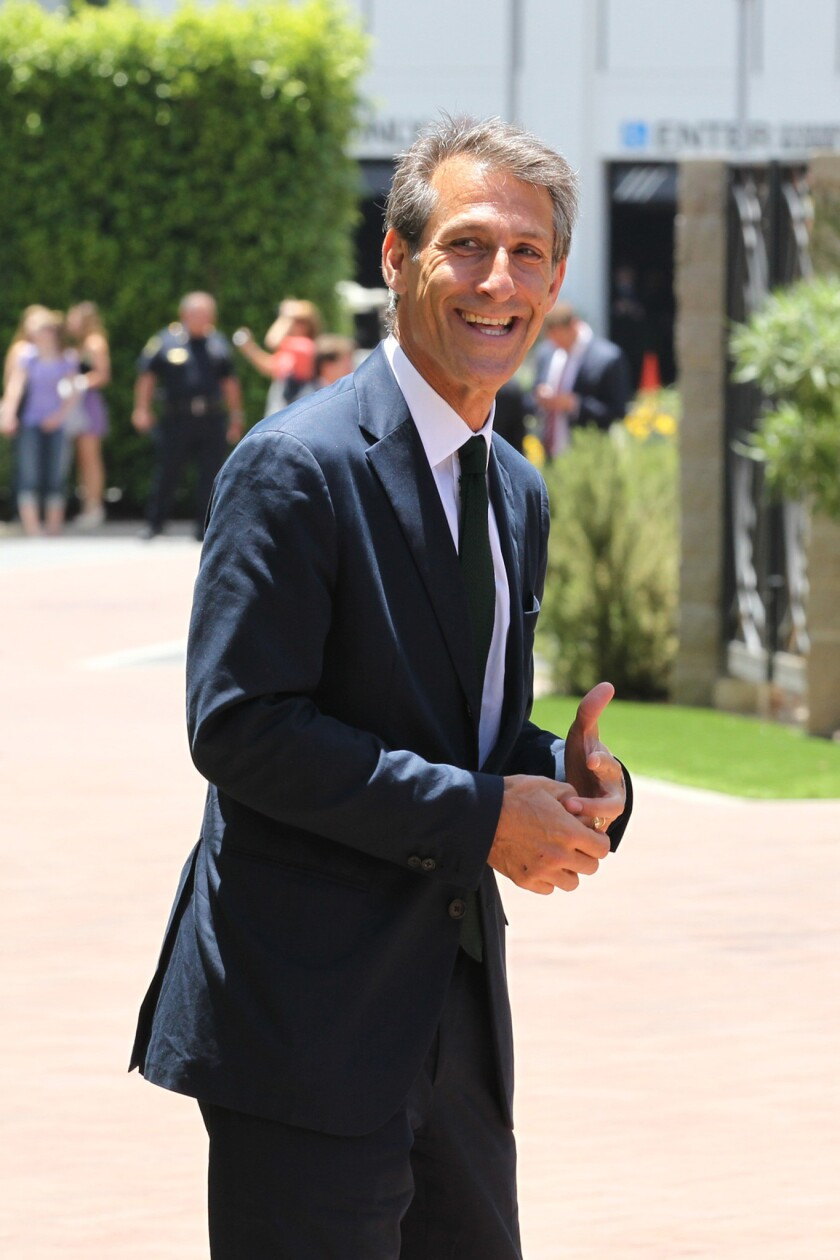Michael Lynton has renewed his contract as chief executive of Sony Entertainment Inc.