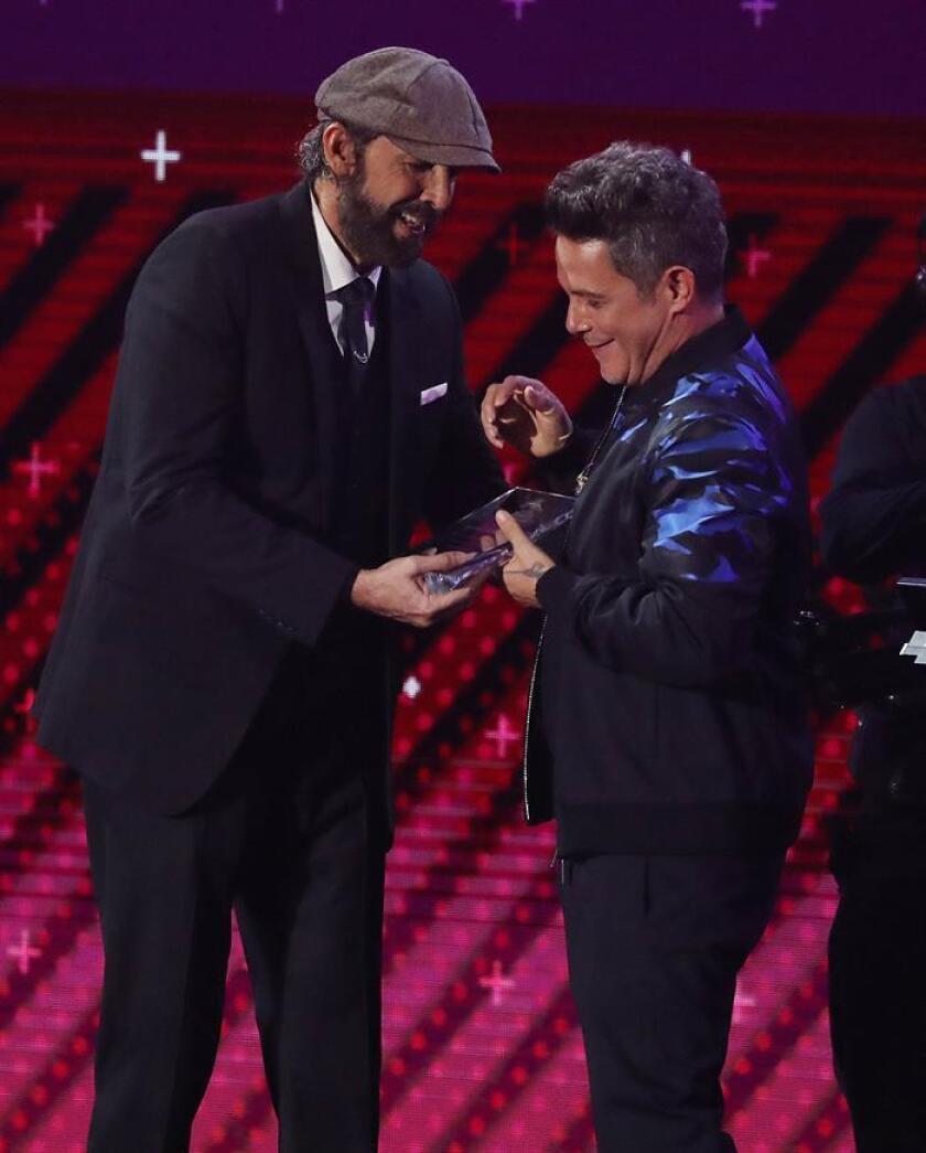 """Alejandro Sanz se abraza a los """"dreamers"""" en los Grammy Latino"""