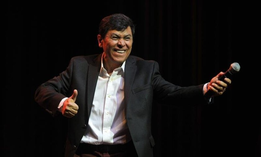 El cantante salvadoreño Álvaro Torres.