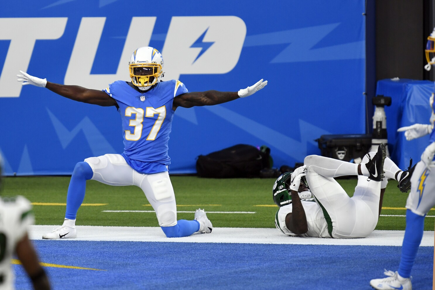 Tevaughn Campbell scores TD, stops another to save Chargers - Los Angeles  Times