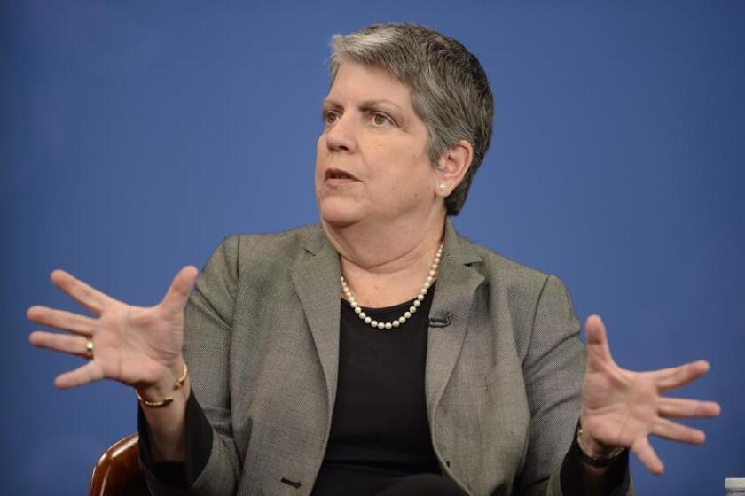 La exsecretaria de Seguridad Nacional de EEUU Janet Napolitano habla en un debate. EFE/Archivo