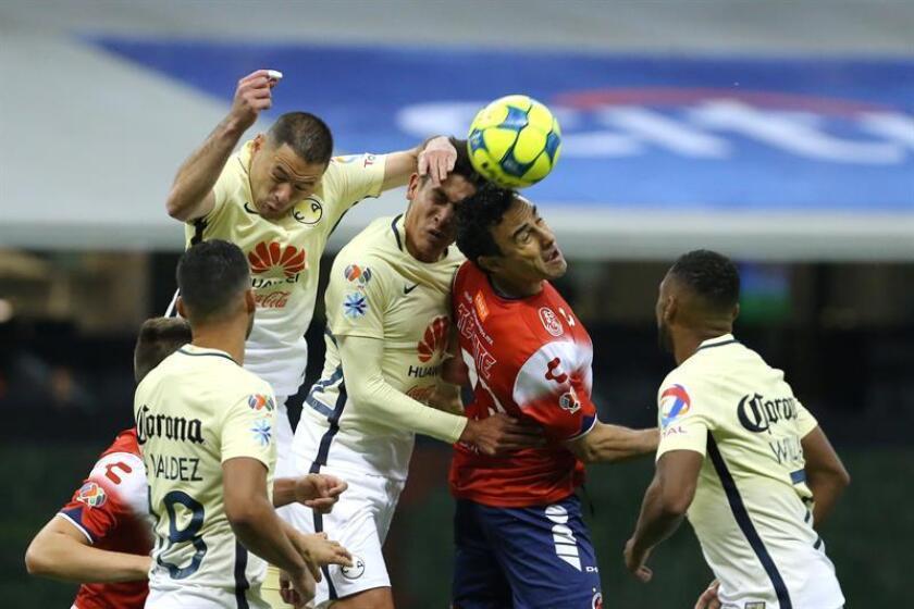 El defensa Leobardo López, capitán de los Tiburones de Veracruz del fútbol mexicano, aseguró hoy que su equipo sueña con algo más que salvarse, clasificarse a la liguilla del torneo Clausura 2017. EFE/Archivo
