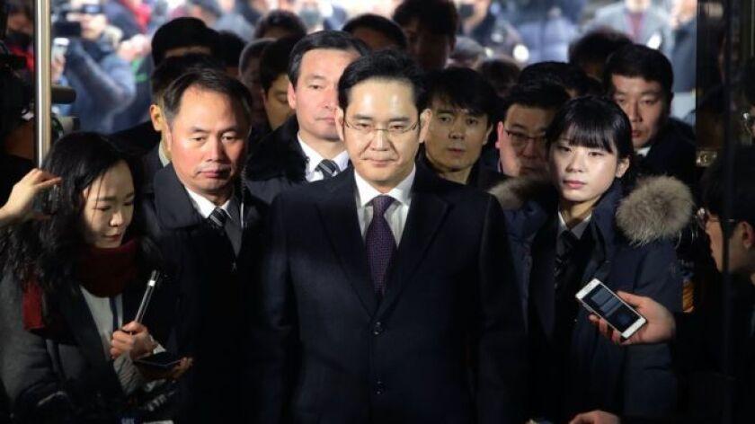 La corte de apelaciones mantuvo partes de la condena, pero también ordenó la liberación del ejecutivo de la empresa, considerada la más importante del país asiático.