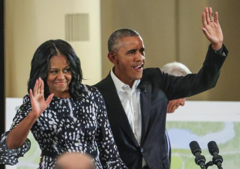 Fotografía del expresidente de EE.UU., Barack Obama (d), y la ex primera dama estadounidense, Michelle Obama (i). EFE/Tannen Maury/Archivo