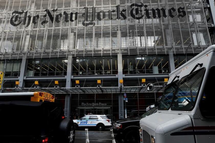 La policía de Nueva York vigila frente al edificio del New York Times en la Octava Avenida en Nueva York, Nueva York, EEUU. EFE/Archivo