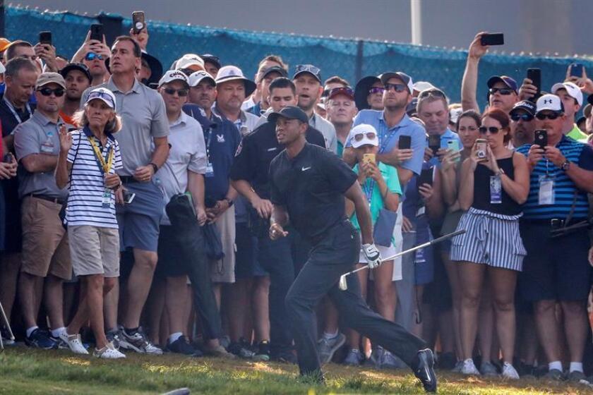 El golfista estadounidense Tiger Woods participa en el Campeonato de la Asociación de Profesionales de Golf de Estados Unidos (PGA Championship), disputado en el Bellerive Country Club de San Luis, Missouri, este 11 de agosto de 2018. EFE