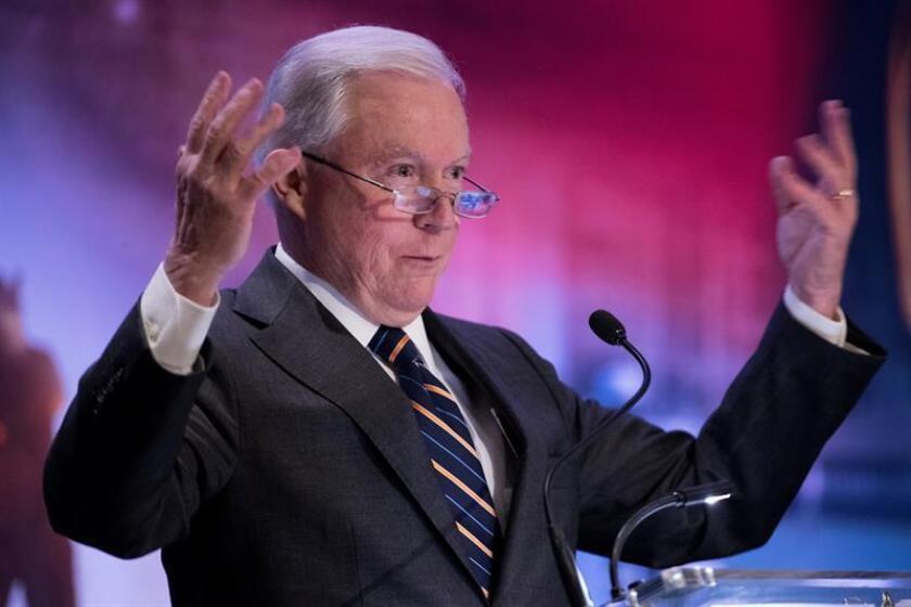 El fiscal general de EE.UU., Jeff Sessions, ofrece un discurso durante una reunión. EFE/Archivo