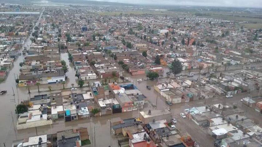"""Vista aérea de la ciudad mexicana de Durango, donde las inundaciones generadas por las intensas lluvias registradas en las últimas horas causaron la muerte de cinco personas, entre ellas un menor de edad. El Gobierno de Durango solicitó declarar la """"emergencia extraordinaria"""" para activar recursos del Fondo para la Atención de Emergencias (Fonden). EFE/Protección Civil Durango"""