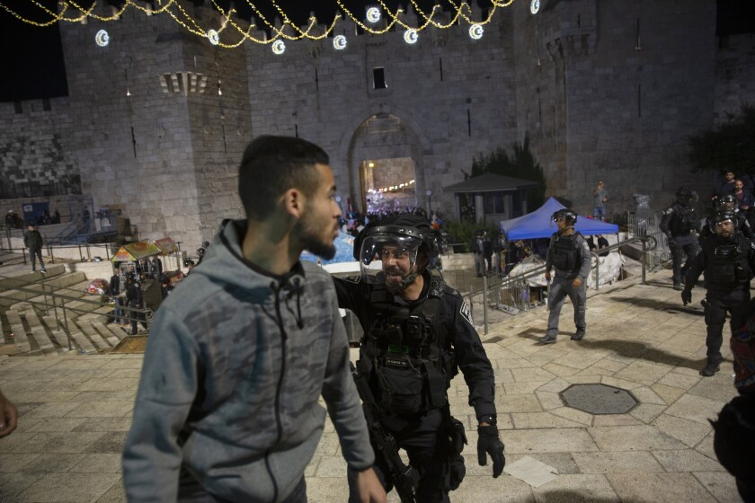 136 People Wounded as Palestinians Clash With Israeli Police at Al Aqsa Mosque