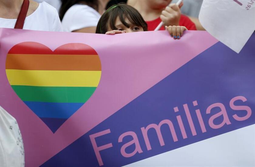 El obispo de Arecibo (norte), monseñor Daniel Fernández Torres, criticó que la nueva Ley de Adopción de Puerto Rico, firmada hoy por el gobernador Ricardo Rosselló, incluya a parejas no casadas ni del mismo sexo a que puedan adoptar. EFE/ARCHIVO