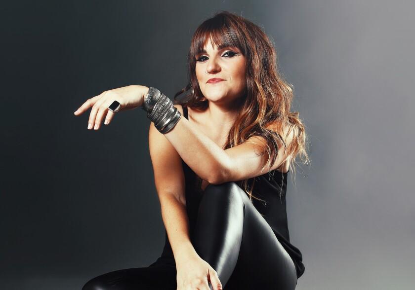 La cantante española Rozalén colabora ahora con La Sonora Santanera, de México.