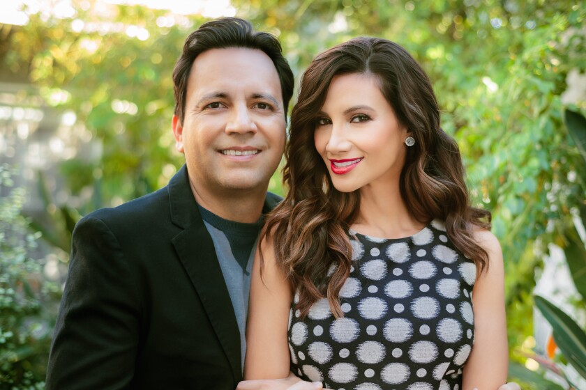 Casados desde el 2007, Omar Velasco y Argelia Atilano se han convertido en una de las parejas más populares del medio del entretenimiento latino en la ciudad de Los Ángeles.