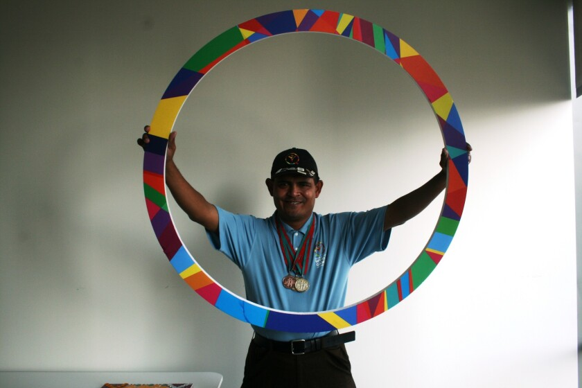 El embajador mexicano de los Juegos Mundiales de las Olimpiadas Especiales, es experto en cerámica, atleta, y uno de los rostros del evento deportivo que se celebrará este verano