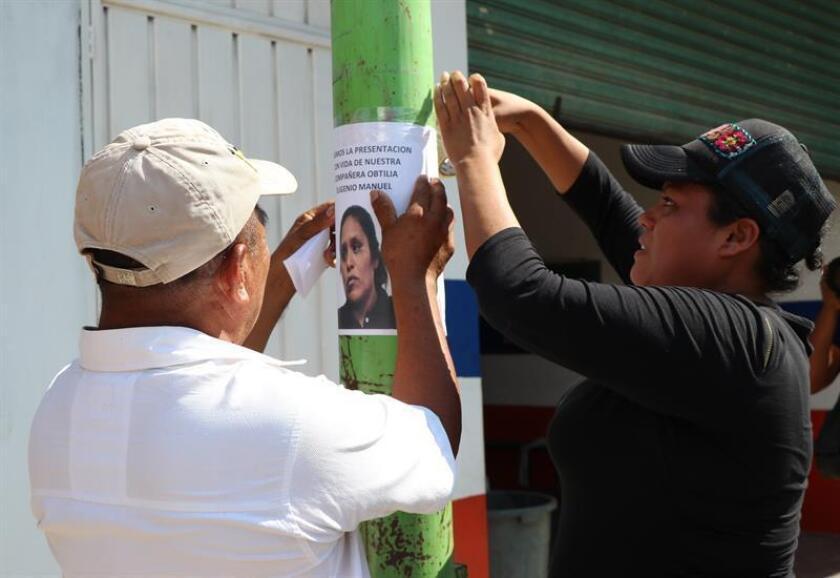 Miembros del Concejo Municipal Comunitario de Ayutla, iniciaron la búsqueda de sus compañeros este jueves, en el municipio de Ayutla, en el estado de Guerrero (México). El estado mexicano de Guerrero ofreció 2 millones de pesos (103.734 dólares) de recompensa por datos para localizar a los activistas Obtilia Eugenio Manuel e Hilario Cornelio Castro, desaparecidos el 12 de febrero. EFE