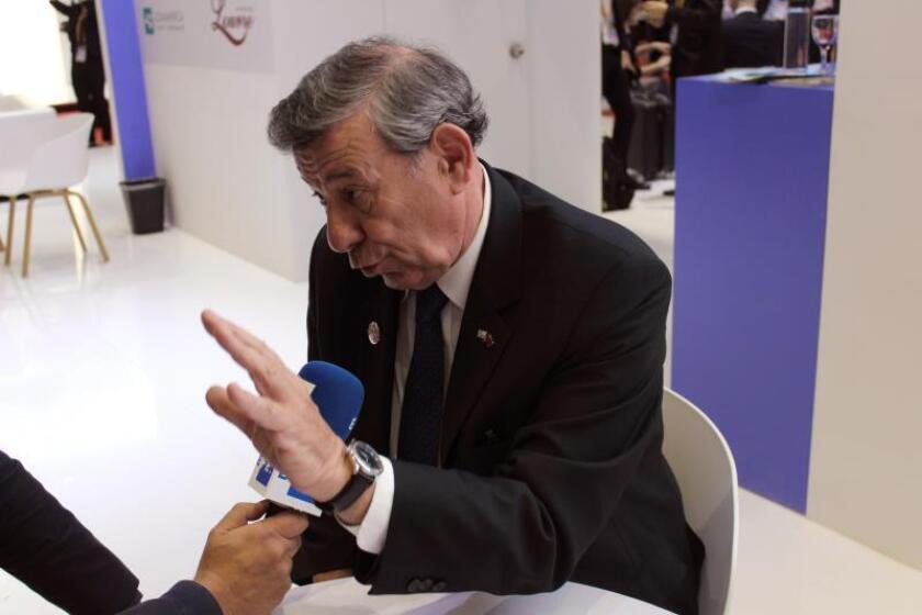 """El ministro de Relaciones Exteriores uruguayo, Rodolfo Nin, realizó declaraciones en las que afirmó: """"Somos 3 millones de personas pero producimos alimentos para 30 millones y podemos hacerlo hasta para 50 millones, en la medida que podamos desarrollar una tecnología nueva"""", apuntó el ministro Nin, quien encabeza la delegación uruguaya. El país sudamericano, recordó, fue el primero de Mercosur en adherirse a la iniciativa china de las """"Nuevas Rutas de la Seda"""" con la que Pekín apoya la construcción de infraestructuras de transporte y comunicaciones para conectar Asia con África, Europa y Latinoamérica y establecer una gran plataforma de cooperación económica. EFE"""