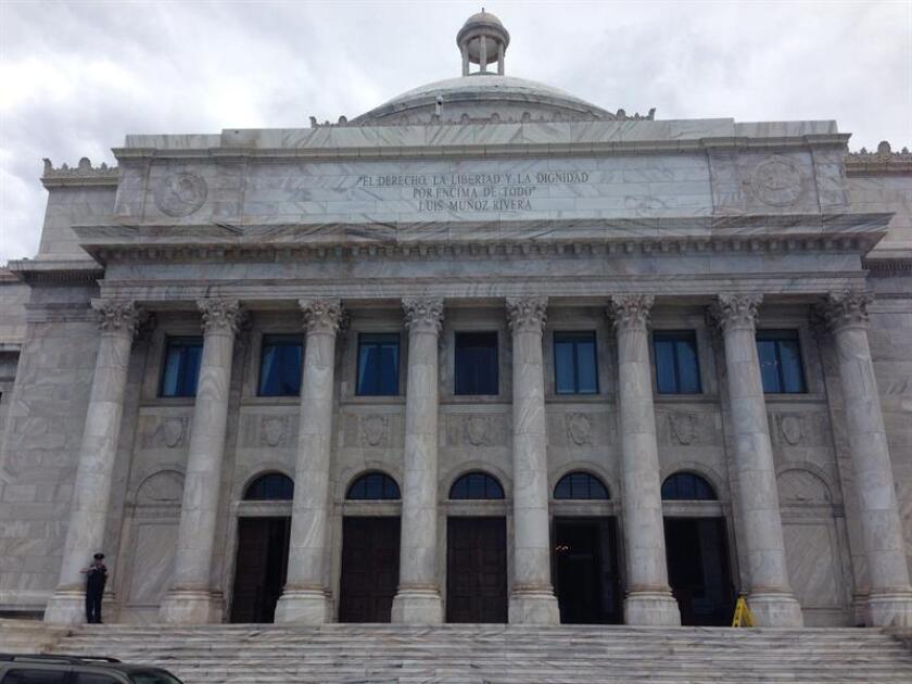 La Cámara de Representantes de Puerto Rico aprobó esta madrugada el Proyecto de la Cámara 1455, que origina lo que será la nueva reforma contributiva y que prevé, entre otras medidas, eliminar el Impuesto Sobre Ventas y Uso (IVU) de todos los artículos de higiene femenina, así como operar máquinas de juegos de azar fuera de los casinos. EFE/Archivo