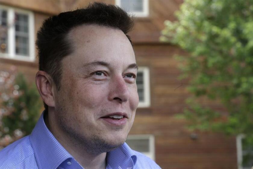 Elon Musk, director ejecutivo de Tesla Motors Inc., asiste el martes 7 de julio de 2015, a la 33 edición de la Conferencia Anual de Media y Tecnología de Allen & Company en Sun Valley Idaho (EE.UU.). El evento reúne a líderes de los mundos de la tecnología, deportes, medios, industria y política. EFE/Archivo