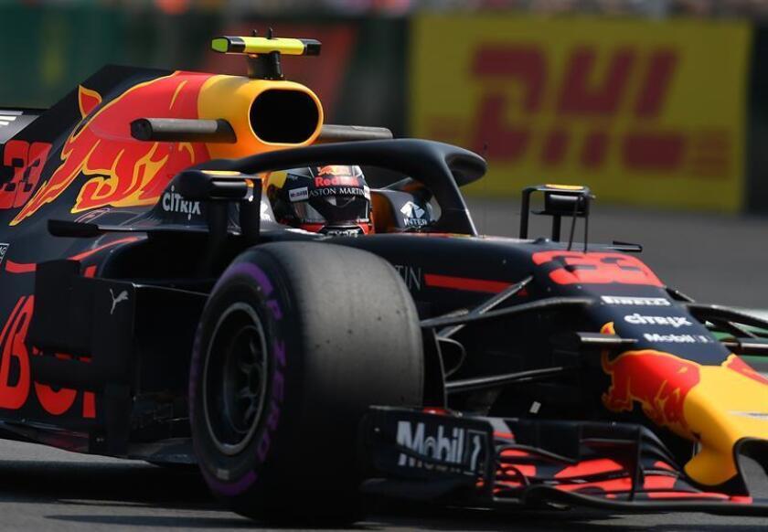 El piloto holandés Max Verstappen de Red Bull durante la segunda práctica libre ayer, viernes 26 de octubre de 2018, previo al Gran Premio de Formula Uno celebrado en el Autódromo Hermanos Rodríguez, en Ciudad de México (México). EFE