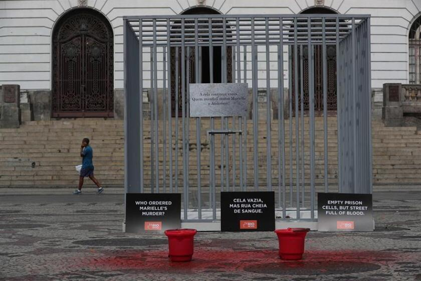 """The NGO Rio de Paz protests against the death of Councilor Marielle Franco, with the installation of an empty cell which reads: """"Empty prison cells but the streets covered in blood"""" on March 12, 2019 in front of the Municipal Chamber of Rio de Janeiro. EPA-EFE/Marcelo Sayão"""