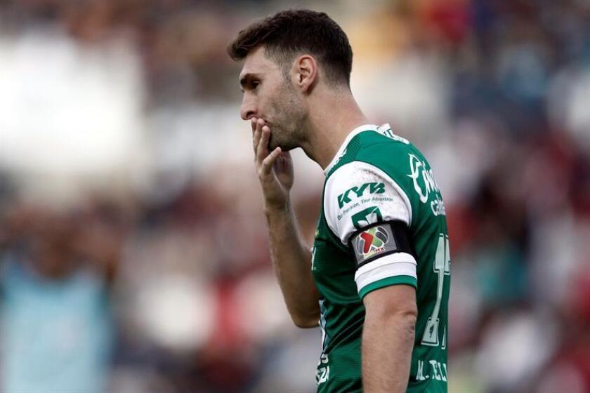 Mauro Boselli, de León reacciona el sábado 30 de septiembre de 2017, durante un partido correspondiente a la jornada 12 del torneo Apertura 2017 de la liga de fútbol mexicana, entre los Lobos BUAP y León, en el estadio Universitario, en Puebla (México). EFE/Archivo