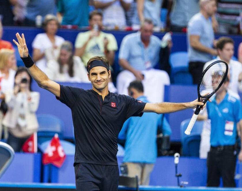 El tenista suizo Roger Federer celebra su triunfo ante Alemania en la Copa Hopman que se ha disputado en la RAC Arena en Perth, Australia. EFE/EPA