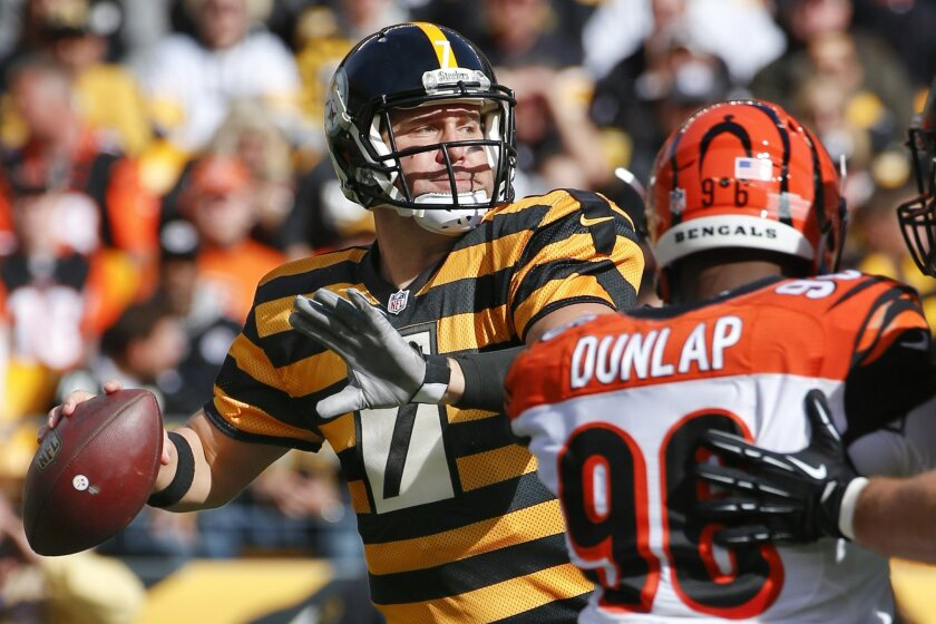 Pittsburgh Steelers quarterback Ben Roethlisberger (7) passes as Cincinnati Bengals' Carlos Dunlap (96) pressures in the first half of an NFL football game Sunday, Nov. 1, 2015 in Pittsburgh. (AP Photo/Gene J. Puskar)
