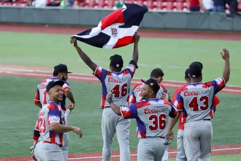 Jugadores de las Águilas Cibaeñas de República Dominicana celebran al termino de un juego de la segunda jornada de la Serie del Caribe. EFE