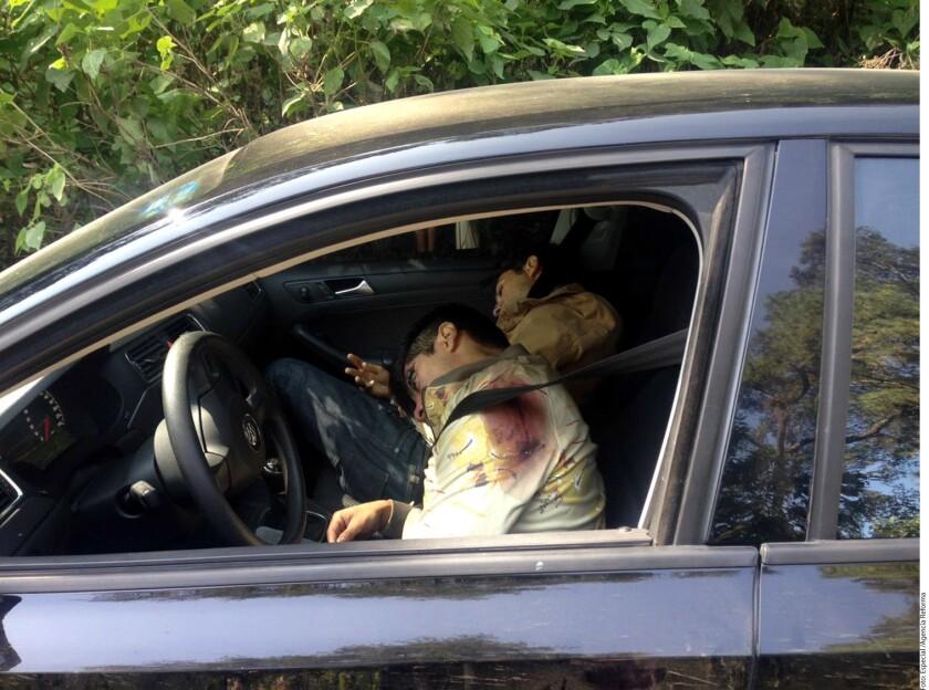 Al parecer, el actor Renato López Uhthoff fue emboscado por varios sujetos cuando viajaba en un automóvil, acompañado por otra persona. Ambos quedaron sin vida en los asientos delanteros.