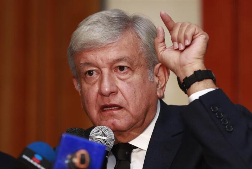 El presidente electo de México, Andrés Manuel López Obrador, abrió hoy la posibilidad de que la inversión extranjera entre al proyecto del Tren Maya, un ferrocarril de 1.500 kilómetros que enlazará los principales centros arqueológicos en el sureste mexicano. EFE/ARCHIVO