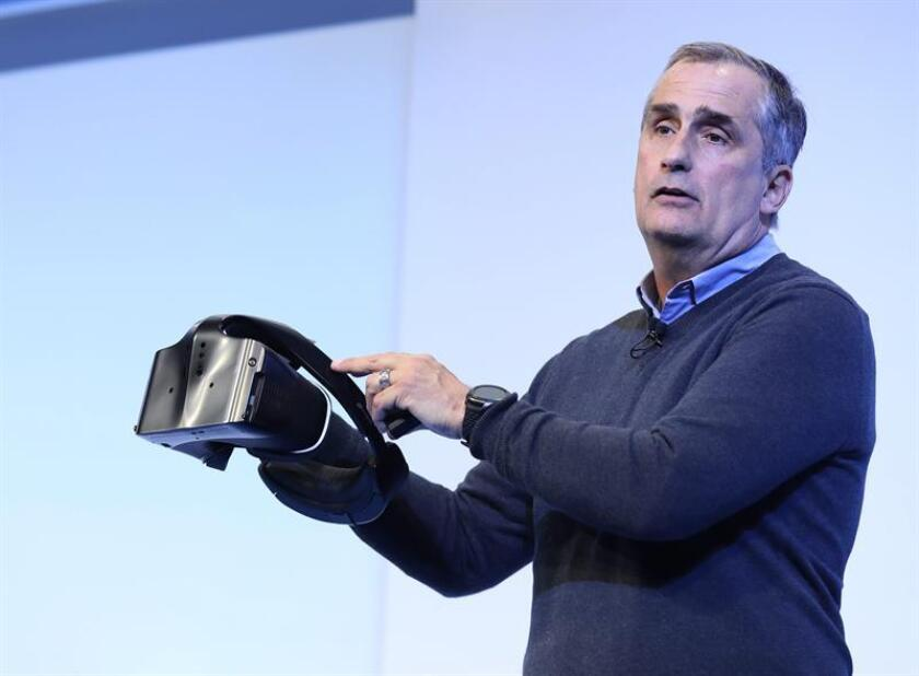 El director de Intel, Brian Krzanich durante una conferencia de prensa en la Feria Internacional de Electrónica 2017 (CES) en Las Vegas, Nevada, EE.UU. EFE/Archivo