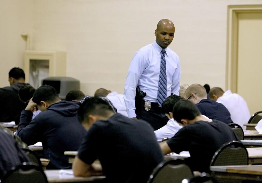 Few recruits meet Glendale PD demands