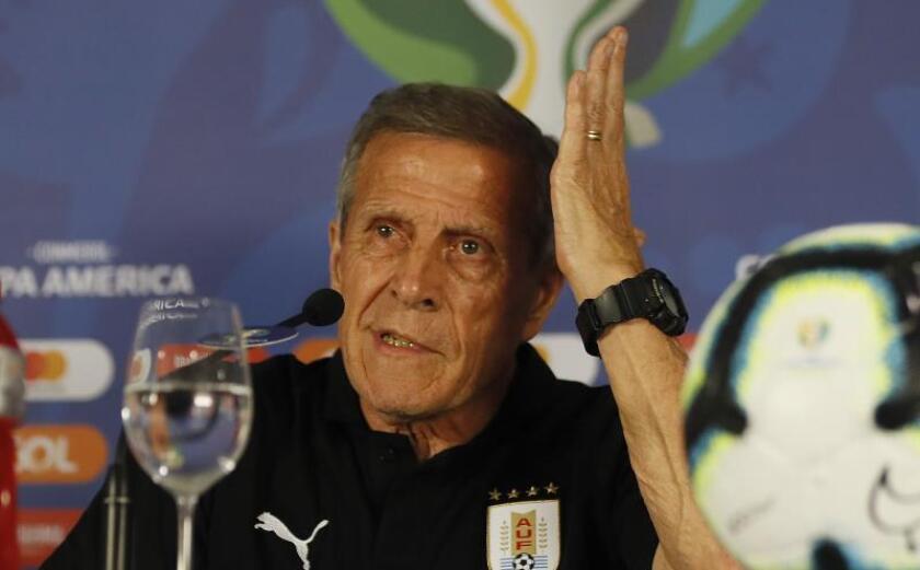 """Tabárez: Pese a falta de estrellas, """"las funciones tácticas están cubiertas"""""""
