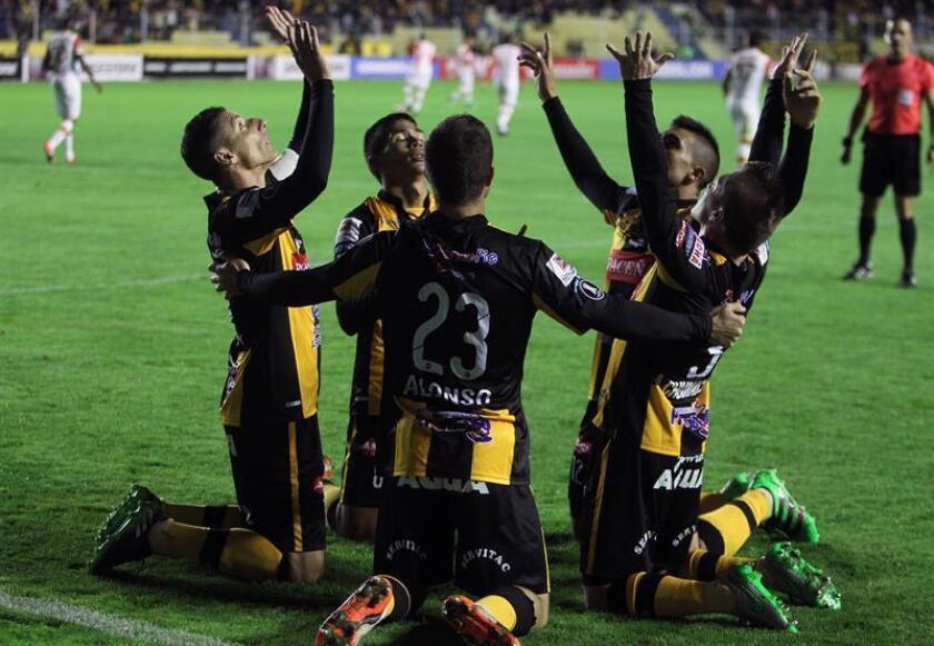 En la imagen, jugadores de The Strongest de Bolivia. EFE/Archivo