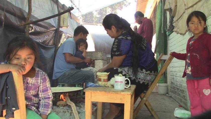 Fotograma de video de indígenas tzotziles hoy, 19 de noviembre de 2018. Miles de indígenas tzotziles se han visto desplazados de sus comunidades en los últimos días ante la presencia de grupos armados en la zona de Los Altos del suroriental estado mexicano de Chiapas. EFE/MEJOR CALIDADDISPONIBLE