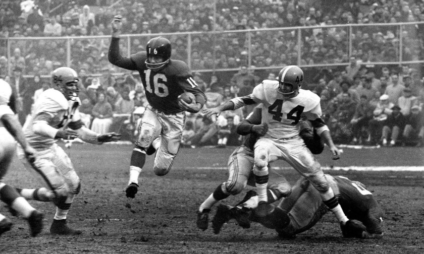 Frank Gifford playing football for the New York Giants in 1959.