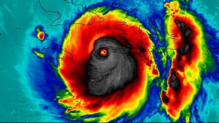 Algunos ven en esta imagen del huracán Matthew una calavera.