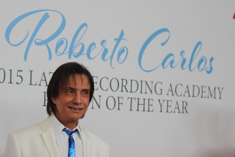 Roberto Carlos desfila en la alfombra del Tributo a La Persona del Año, que le rindió la Academia Latina de la Grabación,