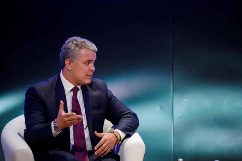 El presidente de Colombia, Iván Duque, responde a una pregunta del presidente del Banco Interamericano de Desarrollo, el también colombiano Luis Alberto Moreno (no aparece), este jueves en Washington (Estados Unidos). EFE
