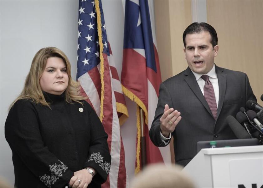 El Gobernador de Puerto Rico, Ricardo Rosselló (d), y la congresista Jenniffer González-Colón (i), ofrecen una rueda de prensa. EFE/Archivo