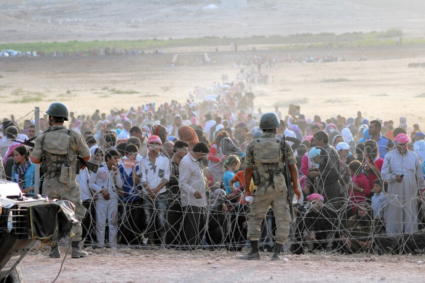 Syrians wait to cross into Turkey