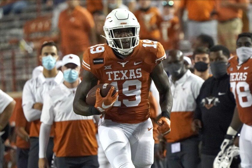 Texas tight end Malcolm Epps runs after a catch against UTEP.