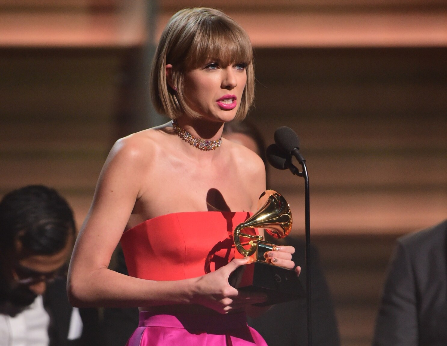 Taylor Swift Gets Even With Kanye West In Empowering Grammys Acceptance Speech Los Angeles Times