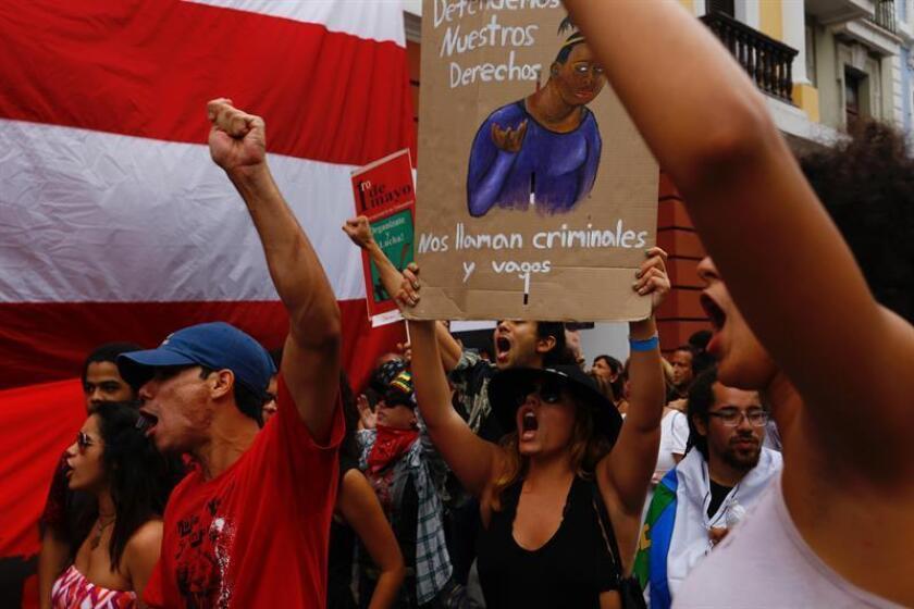 Protegen edificios en San Juan ante posibles disturbios el Primero de Mayo