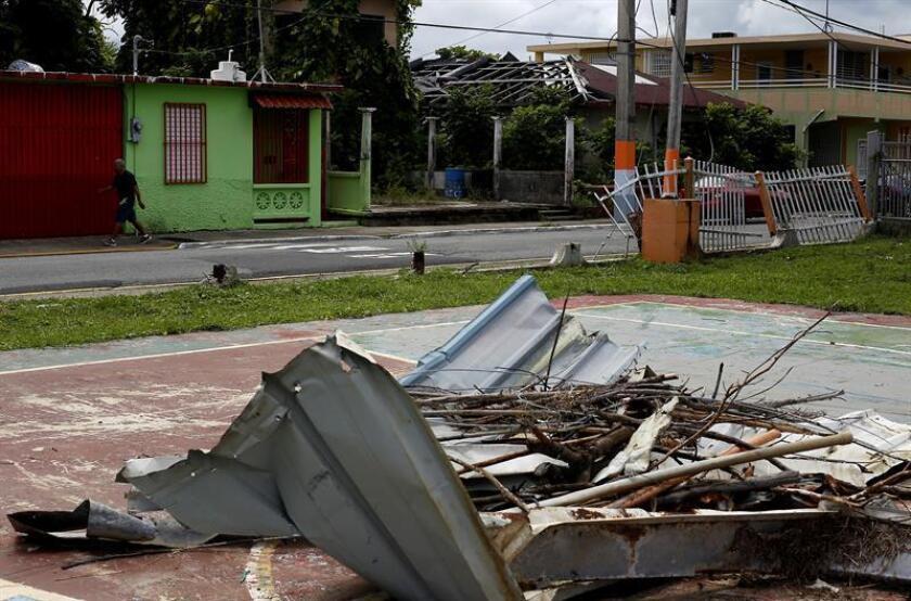 Fotografía fechada ayer, martes 18 de septiembre de 2018, que muestra el estado de una calle tras el paso del huracán María, en el municipio de Naguabo (Puerto Rico). EFE/Archivo