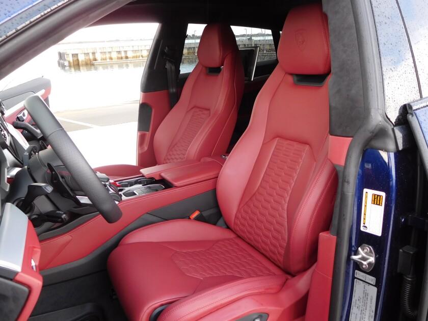 -Urus-Seats.JPG