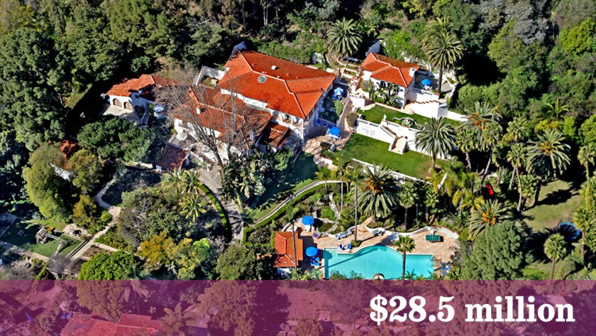 """A Santa Monica home that has had star turns in """"Entourage"""" and as a short-term home of members of Fleetwood Mac during a reunion recording is on the market at $28.5 million."""
